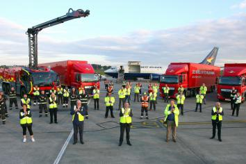 Politicans join airport team to clap for key workers