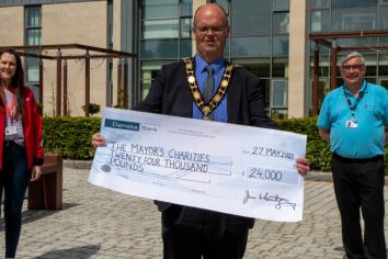 Outgoing Mayor presents £24k to charity
